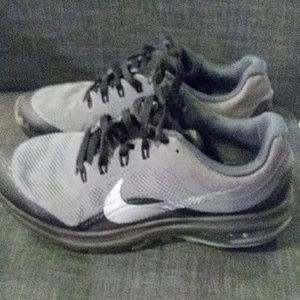 Nike Boys sneakers like new size 4Y black and grey